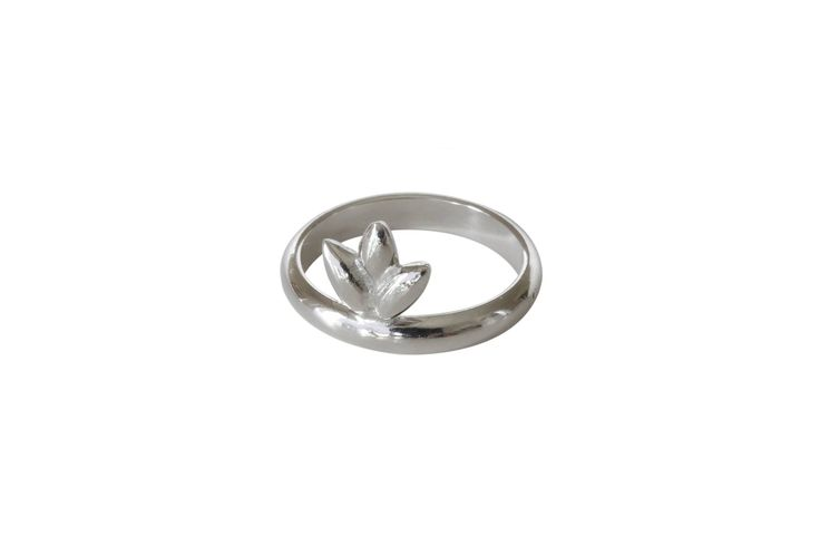 Foliage ring; Material: sterling silver