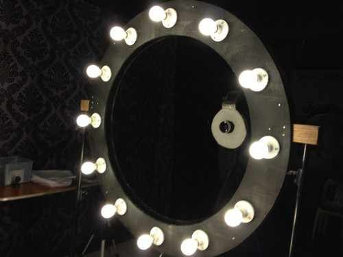 In addition to the very unique Spider Ring Light that we featured last month, we are going to present yet another DIY ring light project: a 4 feet ring light.  The ring light is a product of Philipp