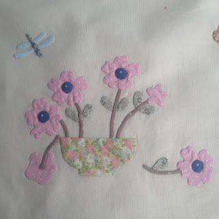 Welkom op mijn blog, ik schrijf over mijn hobby's quilten en borduren en de dagelijkse dingen. Ik ben getrouwd, heb 3 zoons, 3 schoondochters, 2 kleinzoons en 4 kleindochters. Ik vind het heel leuk om reacties te krijgen, al zijn het maar een paar woorden.