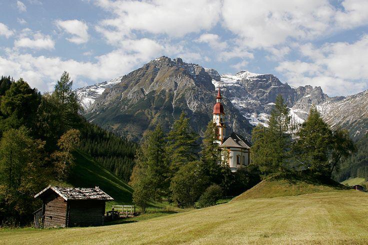 Obernberg am Brenner, Kirche Hl. Nikolaus, Tyrol, Austria- Obernberger church in summer