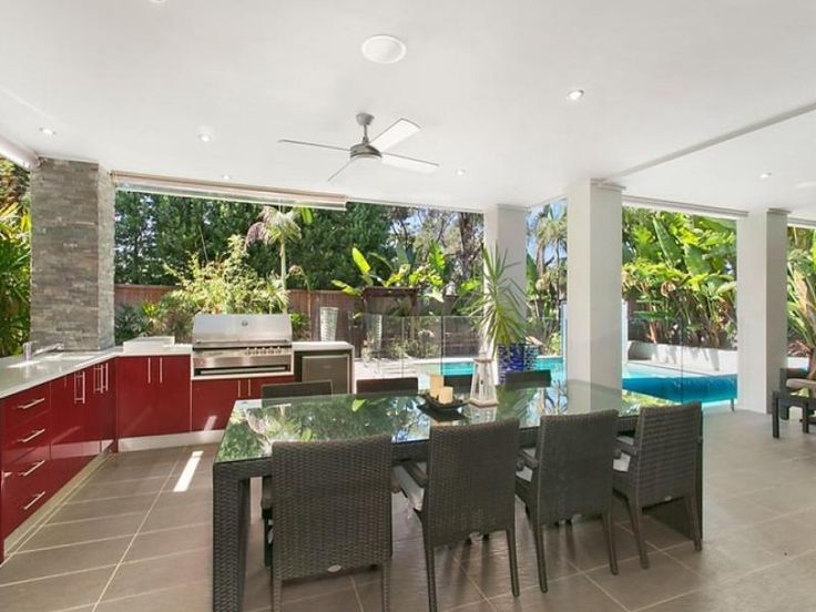 Built in outdoor kitchen and bbq entertaining area for Built in bbq outdoor kitchen