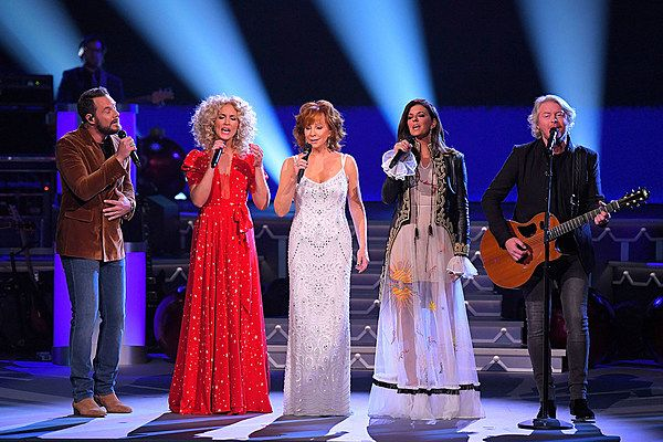 Reba McEntire Joins Little Big Town for 'Mary, Did You Know?' at 'CMA Country Christmas'