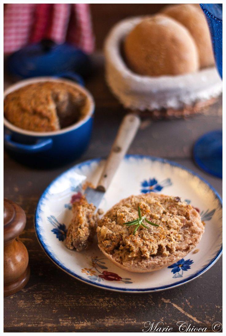 Pâté végétarien à l'okara de noisette, oignons confits et tofu fumé ( IG Bas )