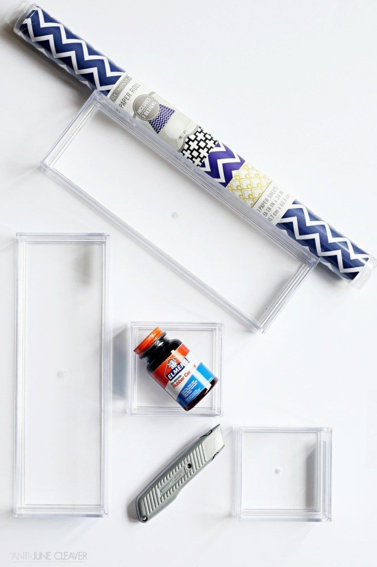 Organization doesn't have to boring with this simple and pretty DIY desk drawer organization idea!!