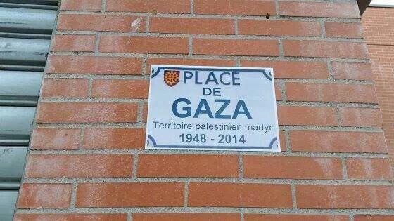 La place de TEL Aviv, du quartier de Bellefontaine (Mirail) à Toulouse, a été rebaptisée Place de Gaza, ce samedi, en hommage aux victimes des agressions militaires israéliennes et à la résistance palestinienne.