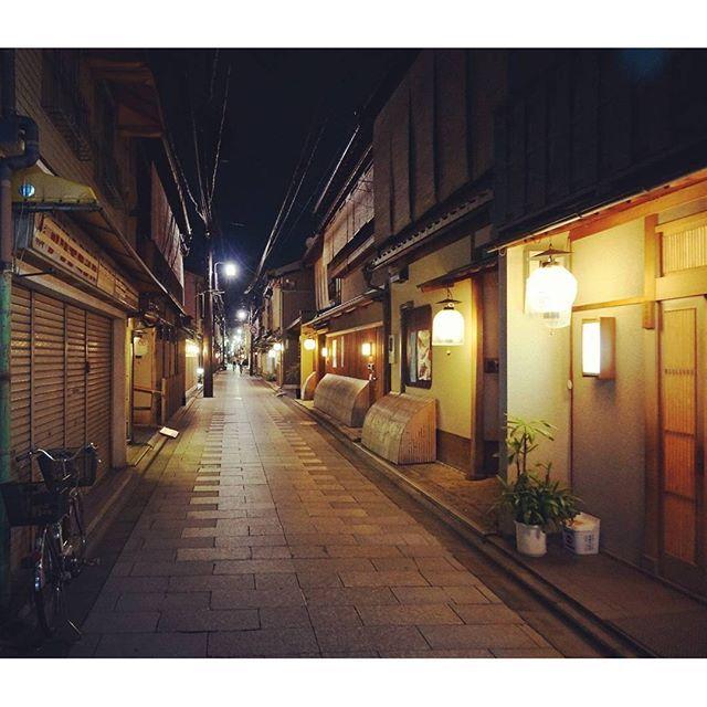 Instagram【oganobu6250】さんの写真をピンしています。 《京都 宮川町の夜景 #japan #kyoto #miyagawa #night #nightview #view #nightspot #lightup #sightseeing #trip #travel  #photo #京都 #宮川町 #夜景 #風景 #ライトアップ #写真 #観光 #旅行 #旅》