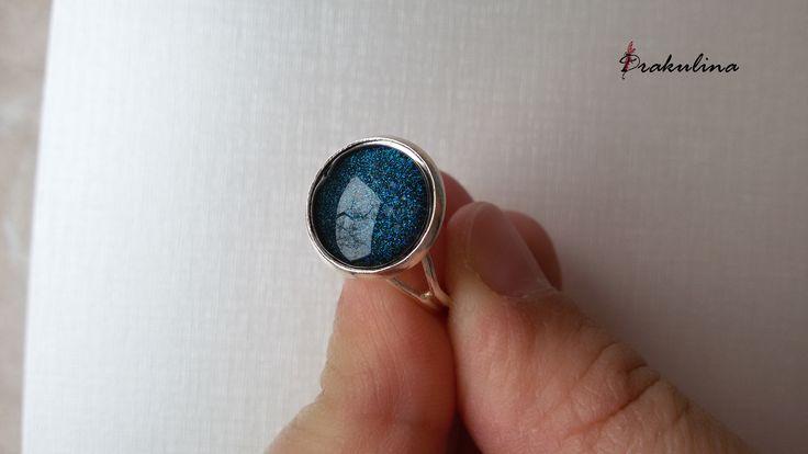Kék csillogó gyűrű