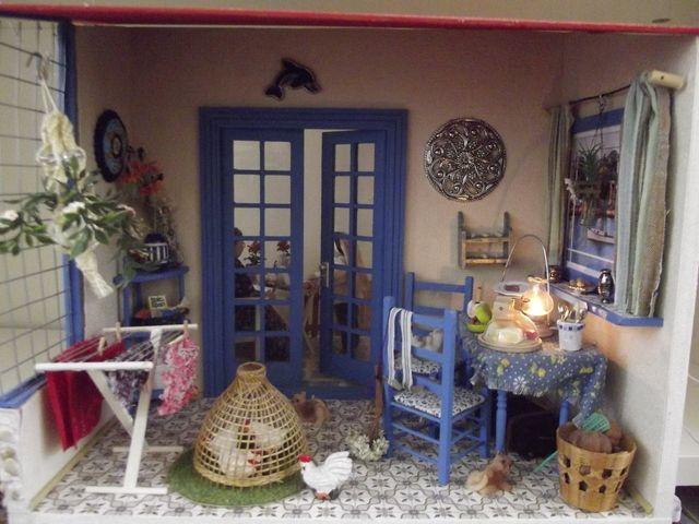 Crete scene Venter Bank House | Ellen59.jouwweb.nl - love the washing airer, just like a real house!