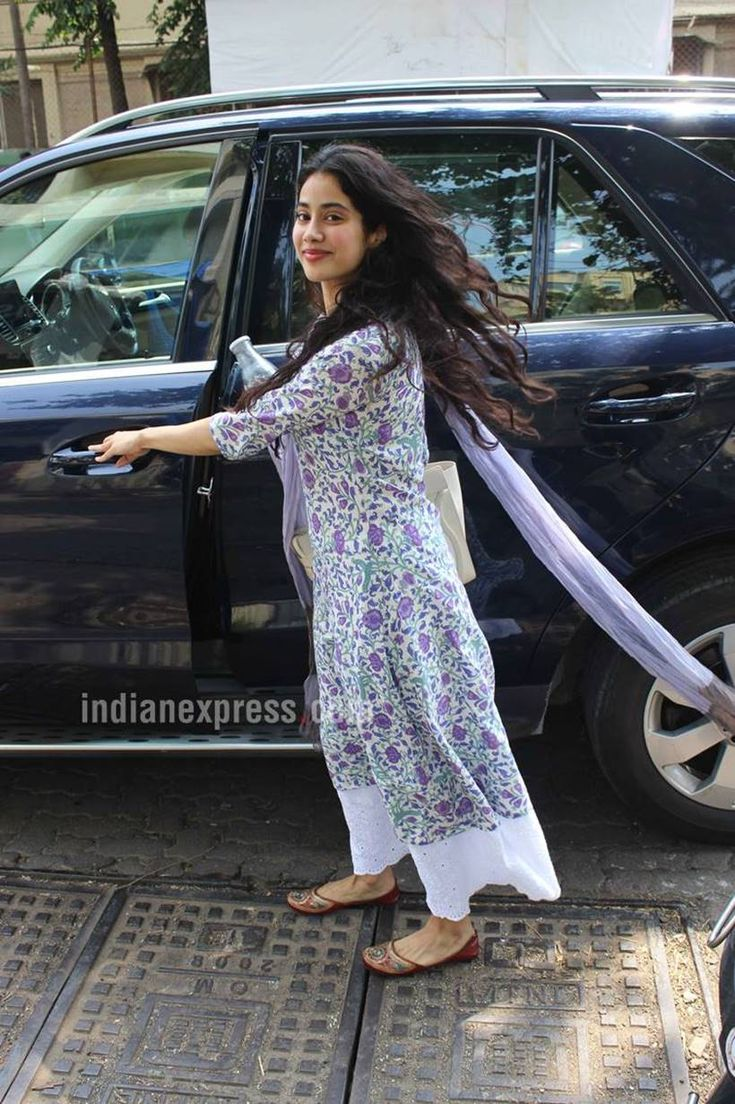Jhanvi Kapoor's simple salwar kameez and kurtas will inspire you to go 'desi'