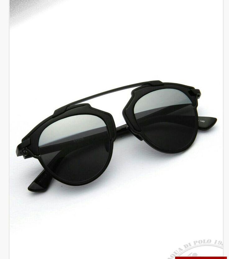 Óculos de sol preto... pra vc arrasar a aonde chegar