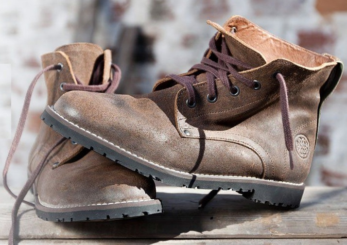 Truly the origin of the Buenos Aires brand shoes, these are inspired in the Portuguese typical farmer boot. Made comfortable and to last, these man boots are usable everytime everywear.