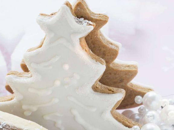 Lebkuchenbäume mit Puderzuckerguss ist ein Rezept mit frischen Zutaten aus der Kategorie Backen. Probieren Sie dieses und weitere Rezepte von EAT SMARTER!