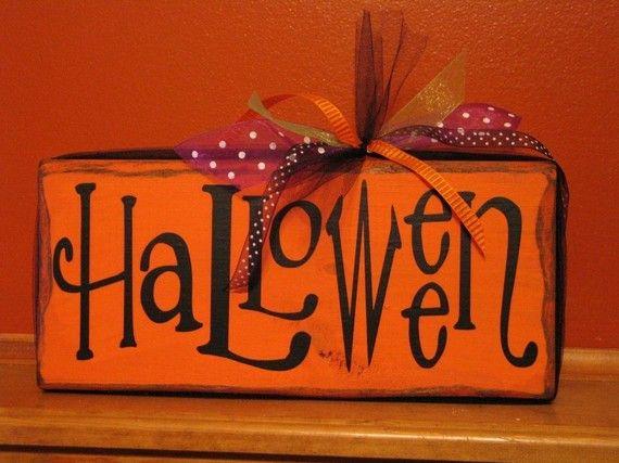 halloween : Holiday Ideas, Wood Block, Shelf Block, Halloween Crafts, Fall Halloween Thanksgiving, Happy Halloween Sign, Halloween Signs, Halloween Shelf