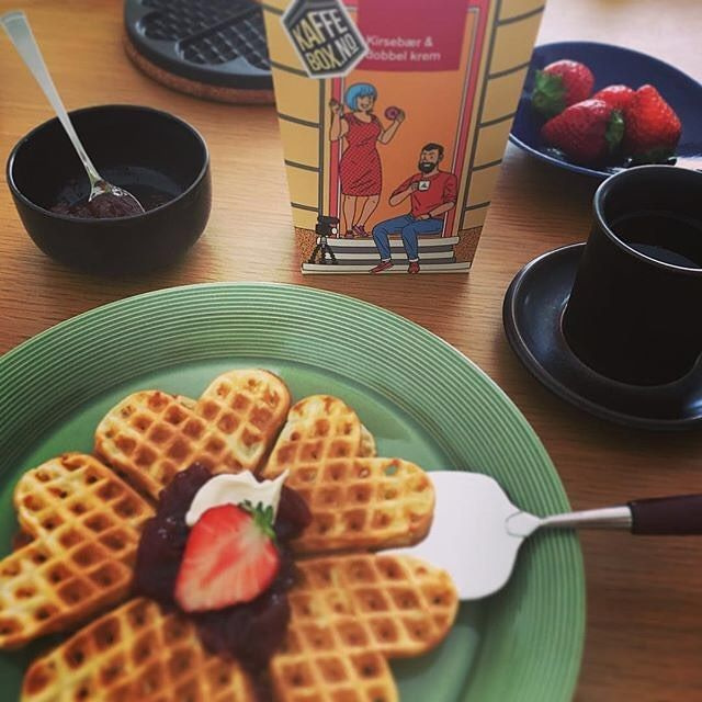 # @risanennen  We say yes to waffles!  Looks great!   == KaffeBox member post ==  Translation: It is a season when strawberries are delicious soon.  そろそろイチゴが美味しい季節 #waffle #vafler #strawberry #kaffebox #talorjorgen