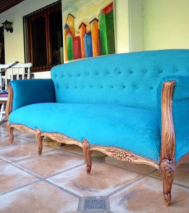 hermoso sofá, tapizado y restaurado por el área de interiorismo, de JJC