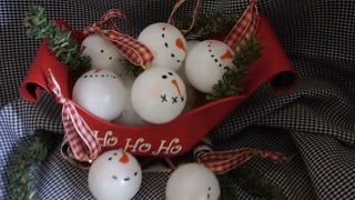 3 Peas in a Pod: Ping Pong Snowmen, tutorial.  Great seller at craft shows!