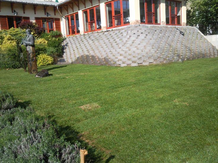Kertjét szeretné felújítani?  Építtetne egy kerti sütögetőt, vagy egy kerti tavat? Zöld gyepet szeretne kertjében látni? Akkor tegyen érte: keressen fel minket, és mi mindenben a segítségére leszünk! http://www.globalgarden.hu/szolgaltatasaink/