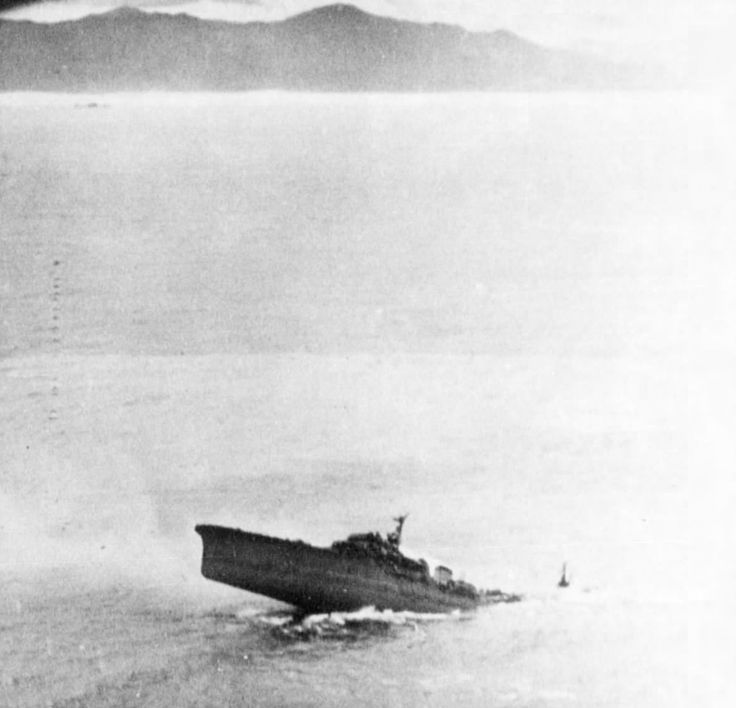 Japanese cruiser Kashii sinking by the stern after being attacked by United States carrier aircraft off the coast of French Indochina (Vietnam) north of Qui Nhon, Jan 12, 1945. Photo 5 of 8