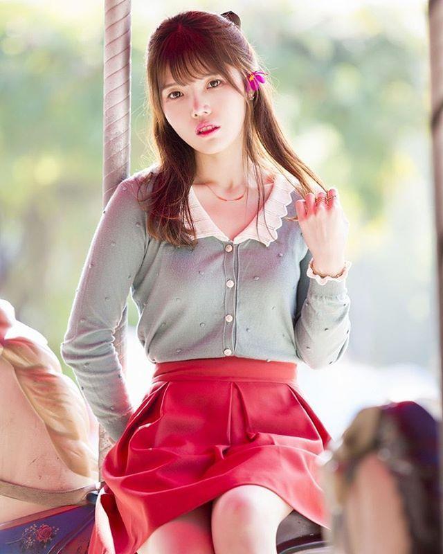 Instagram media by seeun2514 - 핑크핑크 . . #photographer @ung0074 #서울 #용마랜드 #놀이공원 #회전목마 #코스모스 #소통 #맞팔 #감성사진 #감성스냅 #가을 #picture #photo #snap #snapshot #sensitive