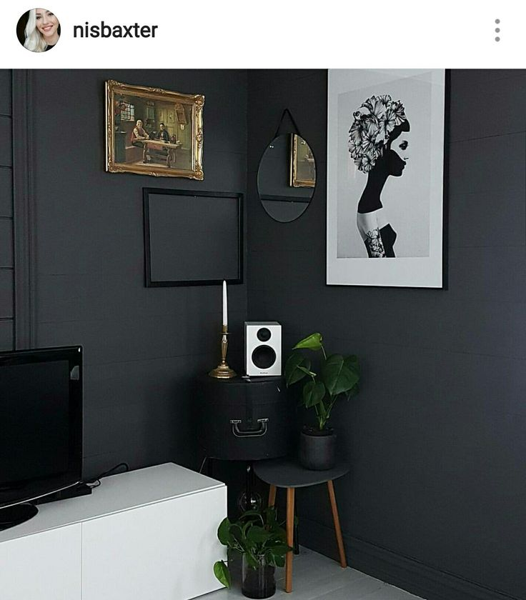 Therw is something about the mix between old and nodern interior that gives everything soul and personality. My scandinavian home got an upgrade by having this gold painting on my dark gray wall.  Instagram: nisbaxter