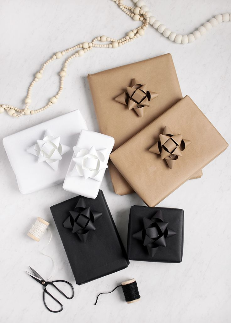 Monochrome Gift Wrapping + DIY Paper Gift Bows @themerrythought