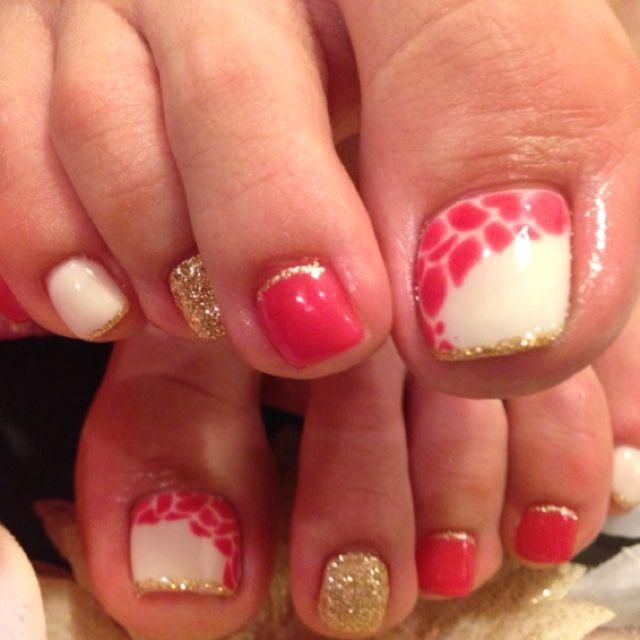 White-Gold-Coral Toe Nails #nailbook