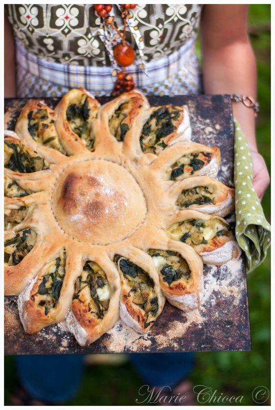 Calzone « tournesol » à la fondue de courgette, basilic et mozzarella