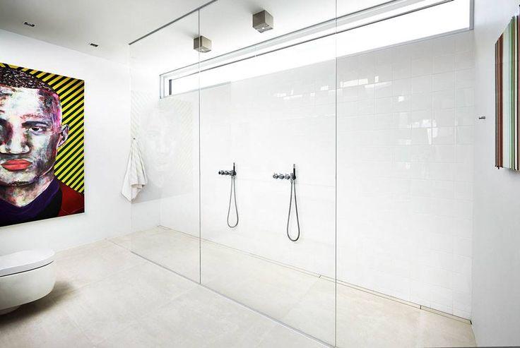 Elegant bathroom with a costumised modular line drain system  #customsolutions #drain #bathroom #badeværelse #design #unidrain #nordicdesign #inspirational #interior