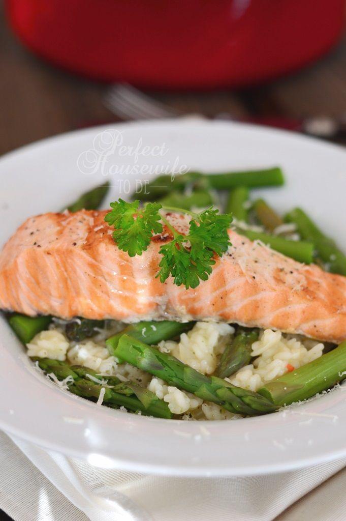 Recept voor makkelijke, smeuïge risotto met groene asperges en zalm. Met een duidelijke beschrijving om je zalm het lekkerst te grillen. Heerlijk!