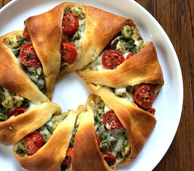 Cheesy Pesto Chicken Christmas Crescent Roll Wreath and Thanksgiving Leftovers Wreath