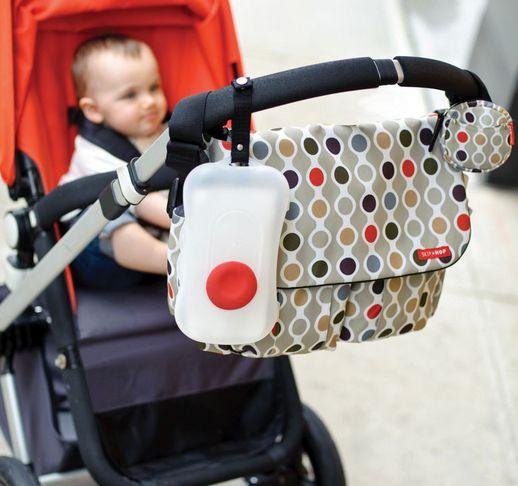 Bolsos para sillas de paseo Skip Hop. http://www.mibabyclub.com/tienda/pasear-al-bebe/bolsos-para-sillas-de-paseo-y-cambiadores-plegables/bolso-skip-hop-duo-wave-dot.html