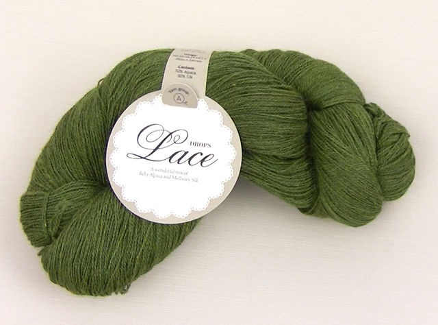 #DROPSLace is a premium blend of 70% baby alpaca and 30% mulberry silk, spun into a 2 strands yarn with a generous length of about 800 meters per skein. This means that one skein is usually enough for a large lace project. #DROPSDesign #Garnstudio