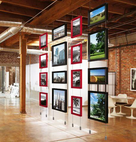 Wall-mounted display / cable system BRERA by Raffaello Manzoni Caimi Brevetti SpA
