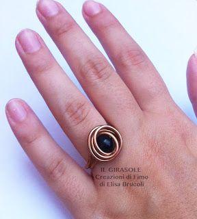 Anello in filo di alluminio ramato con perla nera