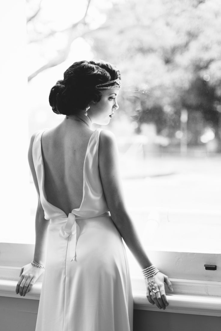Channel 1920s glamour in a bespoke Hilde Heim wedding gown
