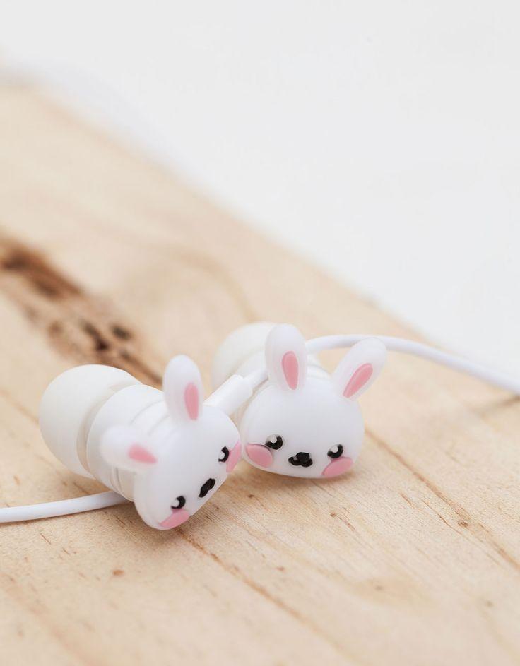 Auriculares 'conejito'. Descubre ésta y muchas otras prendas en Bershka con nuevos productos cada semana