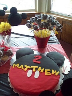 check out the cake!! this site has great Disney party ideas....