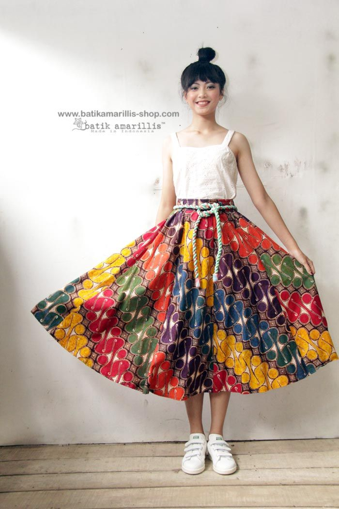 Batik Amarillis webstore www.batikamarillis-shop.com -Batik Amarillis's Anouk skirt in Batik parang barong Banyumas Taking inspiration from flirty 70 and ies -80ies ,Batik Amarillis maintains its distinct modern-bohemia signature - modest yet unabashedly romantic .wear it with or without belt its own belt or your own belt!great silhouette with full skirt for a real stunner!