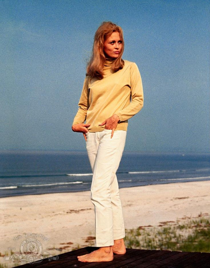 Still of Faye Dunaway in The Thomas Crown Affair (1968) http://www.movpins.com/dHQwMDYzNjg4/the-thomas-crown-affair-(1968)/still-2588064512
