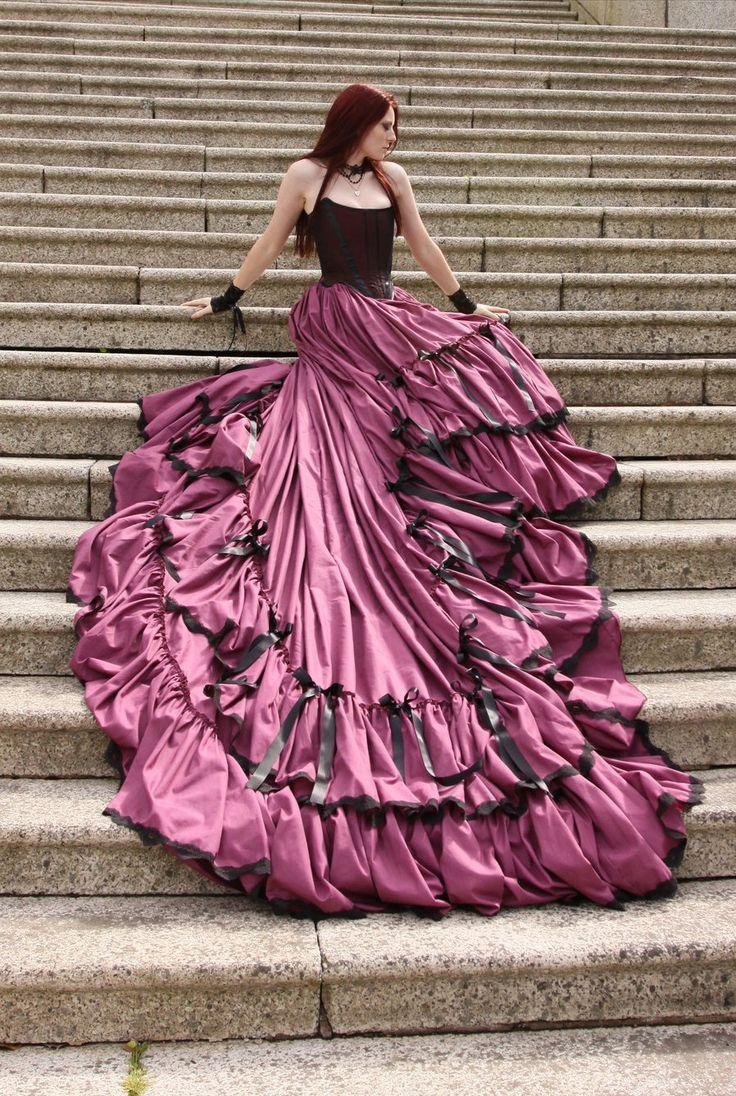 Abiti da Sposa Vintage Gothic Wedding Dress With Long Train Tiered Pleat Halloween Wedding Gowns