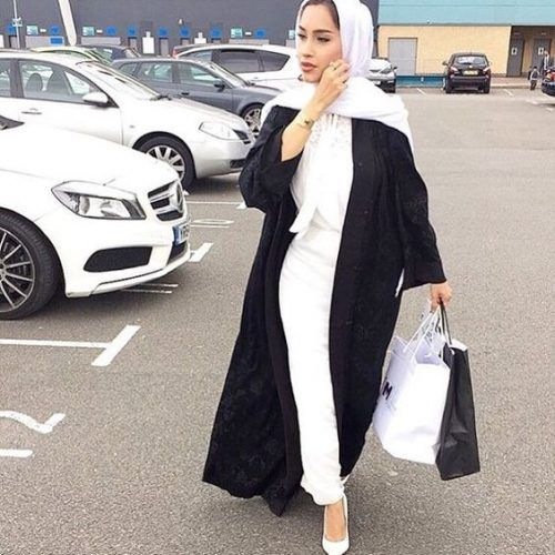 black abaya with white outfit- Abaya hijab fashion from Dubai http://www.justtrendygirls.com/abaya-hijab-fashion-from-dubai/