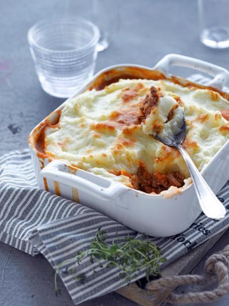 Shepherd's pie on klassinen brittiläinen perunasose-jauhelihalaatikko. Mehevä paistos on kylmän sään ihanin lohturuoka!