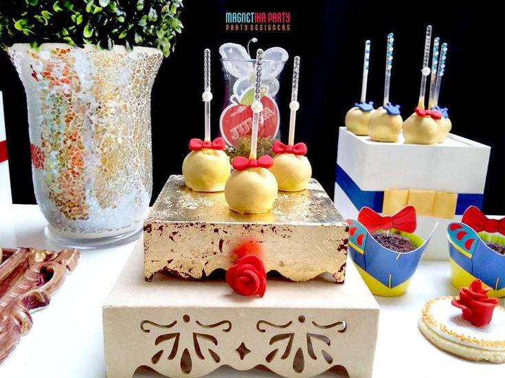 Loving these Snow White inspired cake pops! Make sure you take a look at the party for great Snow White ideas! See more party ideas and share yours at CatchMyparty.com