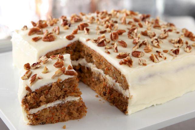 Une préparation pour gâteau du commerce est le secret de ce délicieux gâteau aux carottes vite fait.