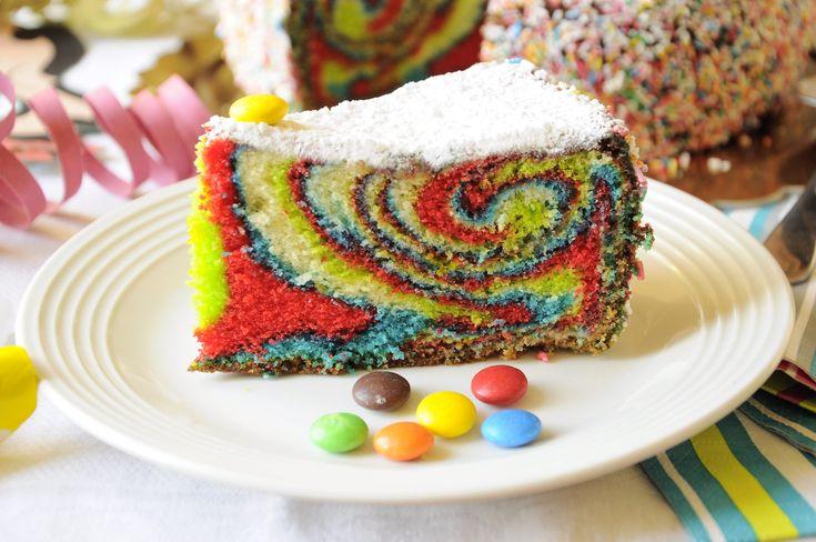 Ecco la ricetta della torta arlecchino Bimby, una torta di Carnevale colorata e buonissima. Facile da fare, la puoi gustare così oppure farcita con crema.