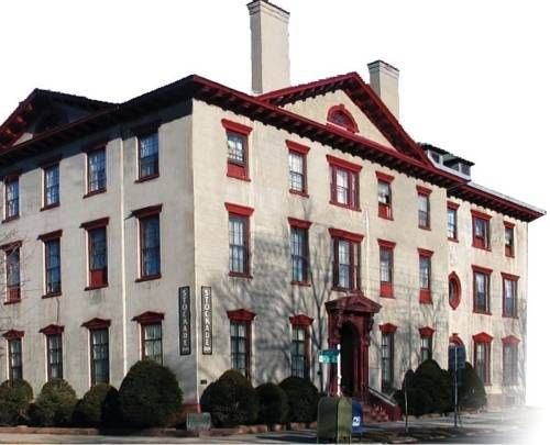 The Stockade Inn Schenectady  (New York) Nestled in Schenectady's historic Stockade District, this hotel offers an on-site restaurant and lounge. Free wired and wireless internet access is included in each elegant guest room. A continental breakfast is served daily.