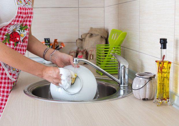 Как можно необычно использовать жидкость для мытья посуды - KitchenMag.ru