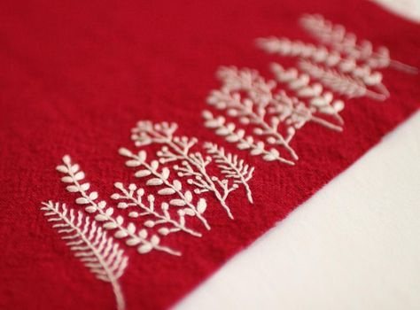 * . White plants . . #刺繍#手刺繍#ステッチ#手芸#embroidery#handembroidery#stitching#needlework#자수#broderie#bordado#вишивка#stickerei