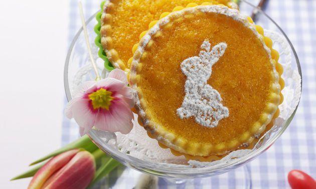 Osterküchlein: Mürbeteig: Mehl, Salz und Zucker mischen. Butter beifügen, zu einer krümeligen Masse verreiben, eine Mulde formen. Ei hineingiessen, zu einem ...