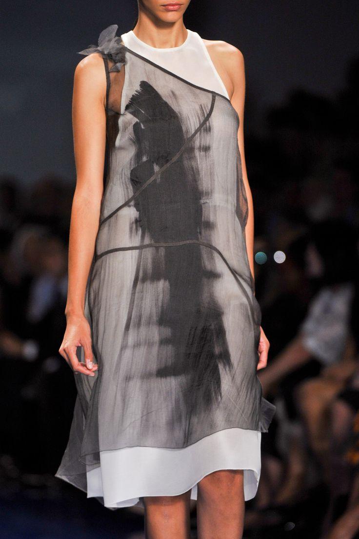 Vera Wang at New York Fashion Week Spring 2014 - Details Runway Photos
